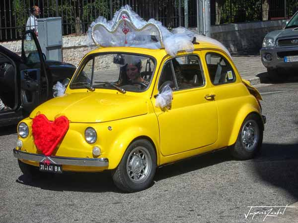 Marriage with a Fiat 500 in Italy
