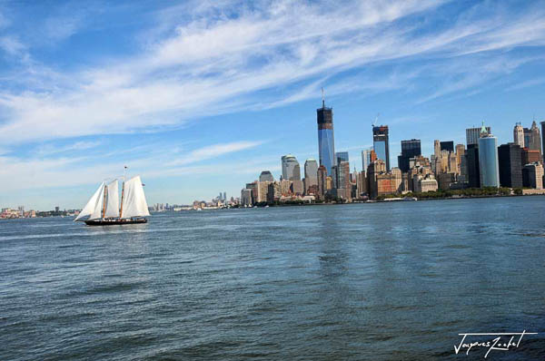 Sailboat in the bay of manhattan, new york