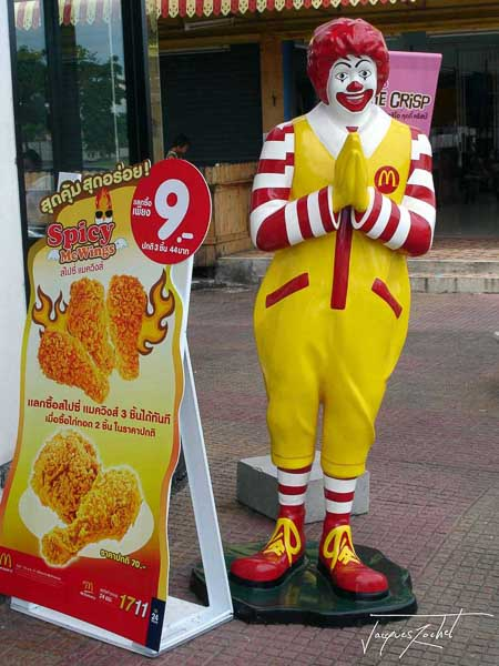 Bangkok, Ronald thaï in front of a Mac Donald in Thailand