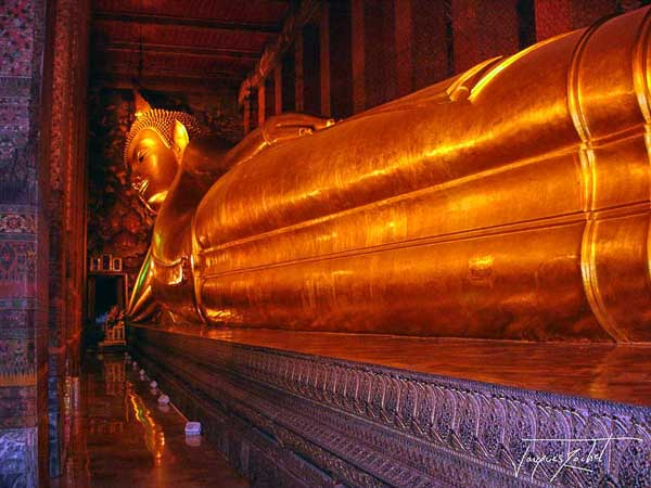 The Lying Buddha, Wat Pho in Bangkok, travel to Thailand